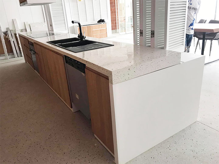 Mặt bàn bếp bằng đá mài terrazzo
